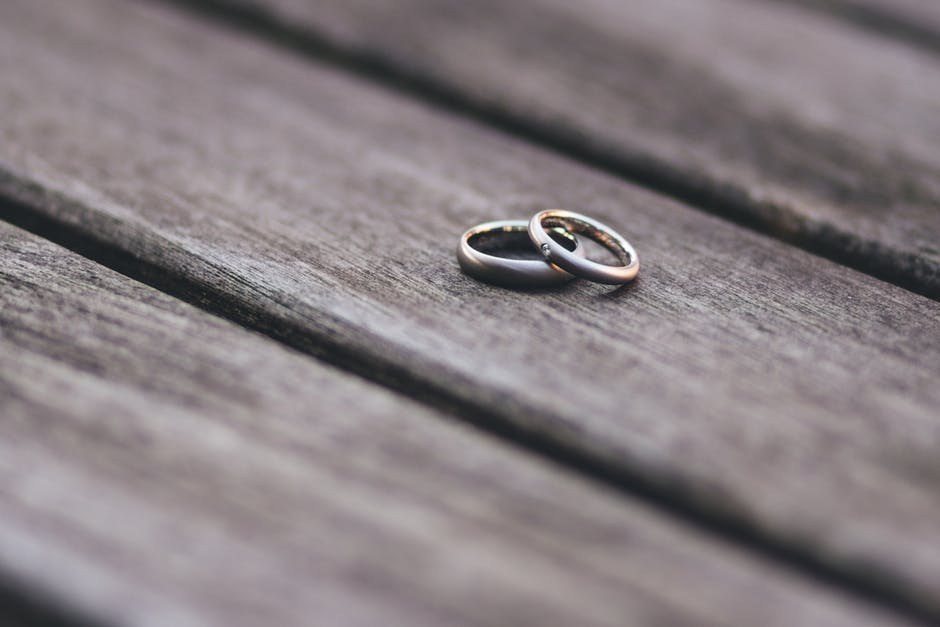 wedding rings, no wedding